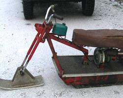 Красный самодельный снегоход
