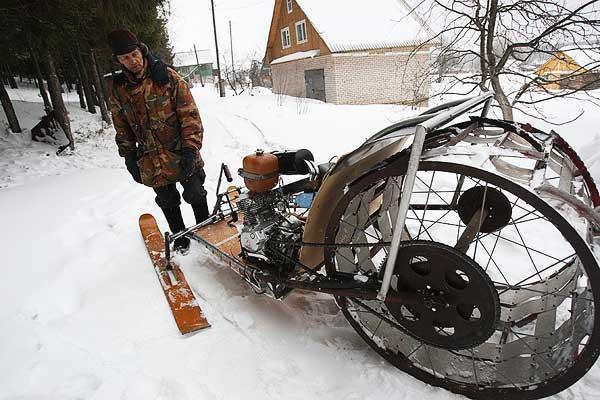 пенсионер сделал снегоход