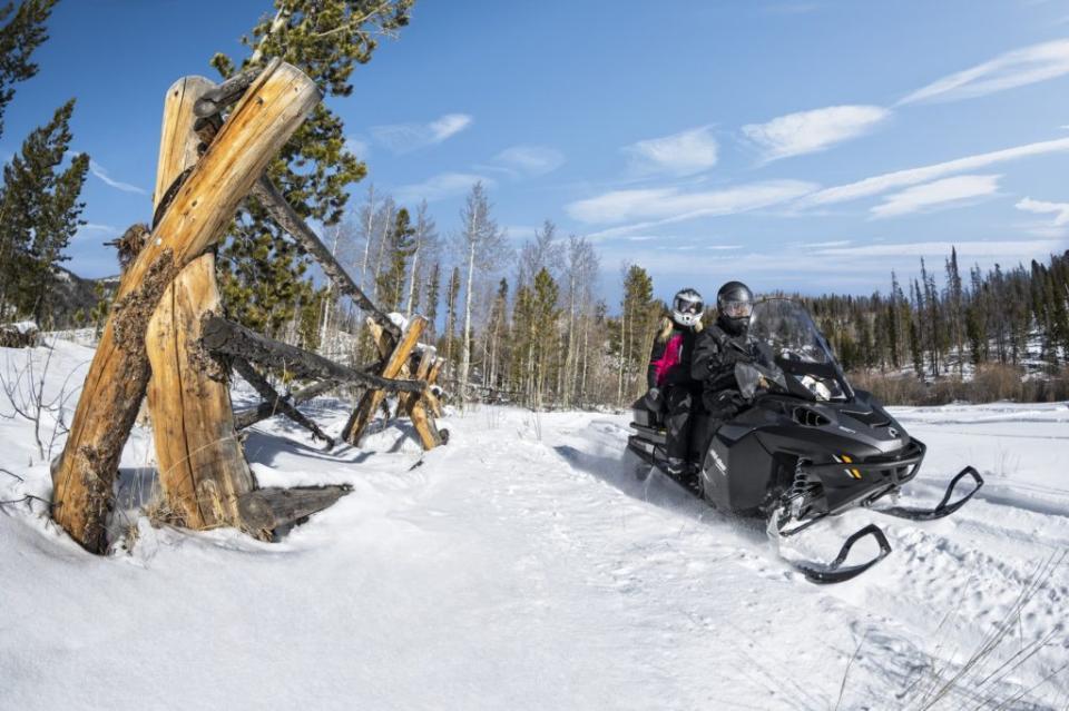 Обзор снегоходов