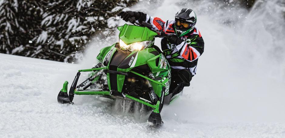 Спортивный снегоход