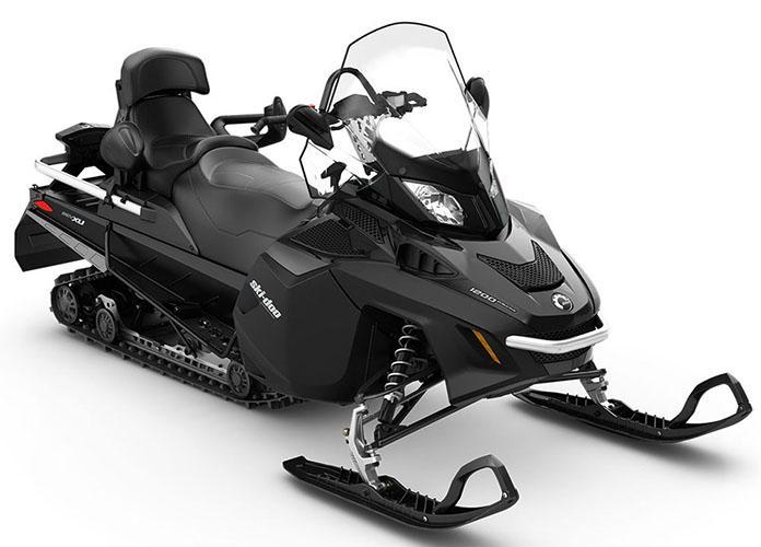 В дизайне Ski-Doo Expedition LE можно найти много общего с такими моделями бренда, как Grand Touring и Skandic – таким образом, получилось сочетание мощных утилитарных саней с «внешностью» снегохода туристического класса.
